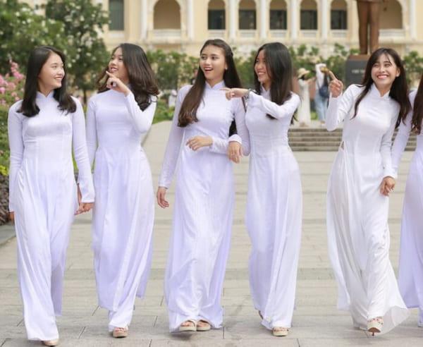 Học sinh nữ Việt Nam