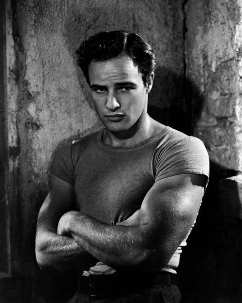 Marlon Brando và áo phông thời đầu