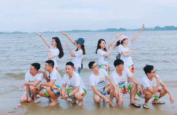 Áo đồng phục đi du lịch biển