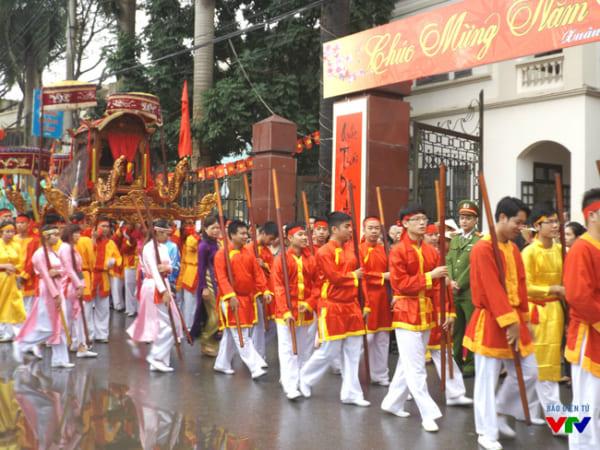Lễ hội ở làng lụa Vạn Phúc