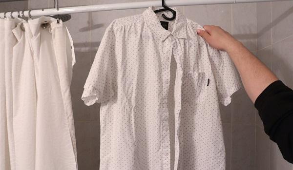 làm phẳng áo sơ mi bằng nước nóng